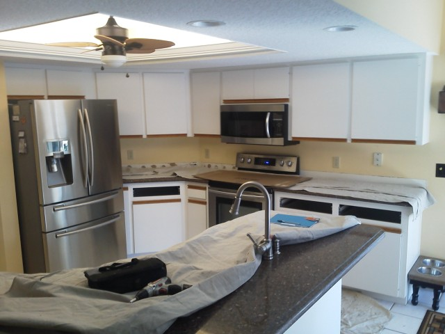Before kitchen cabinet refacing by Kitchen Facelifts