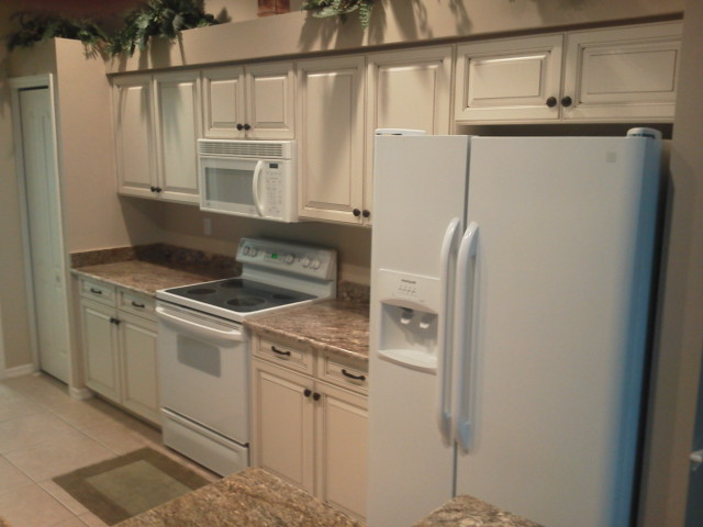 Kitchen cabinets after Kitchen Facelifts remodel