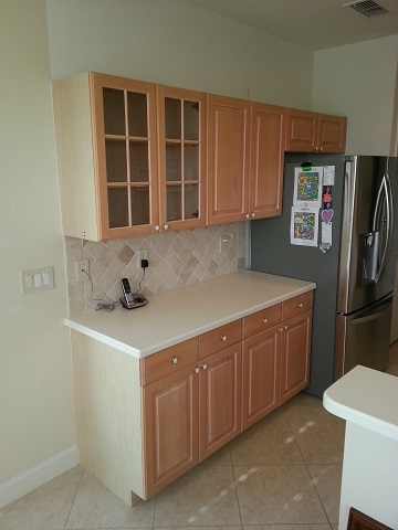 Kitchen cabinets before refacing by Kitchen Facelifts in Florida