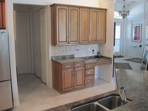 After cabinet refacing by Kitchen Facelifts, the kitchen looks unified with the rest of the home interior.